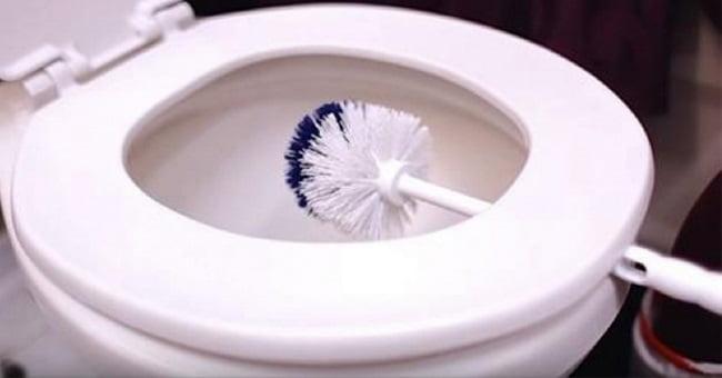 чистка предметов в ванной