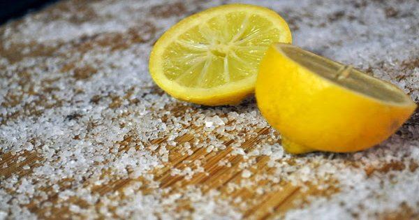 Как почистить кухонную доску